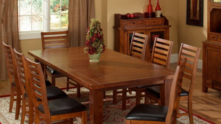 four winds furniture store dining table
