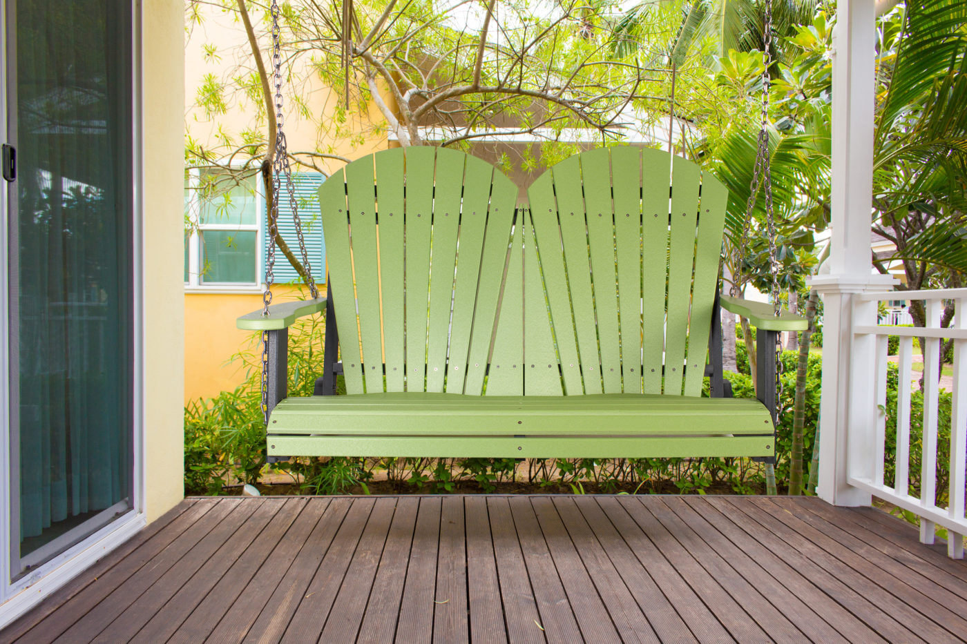 swinging outdoor furniture